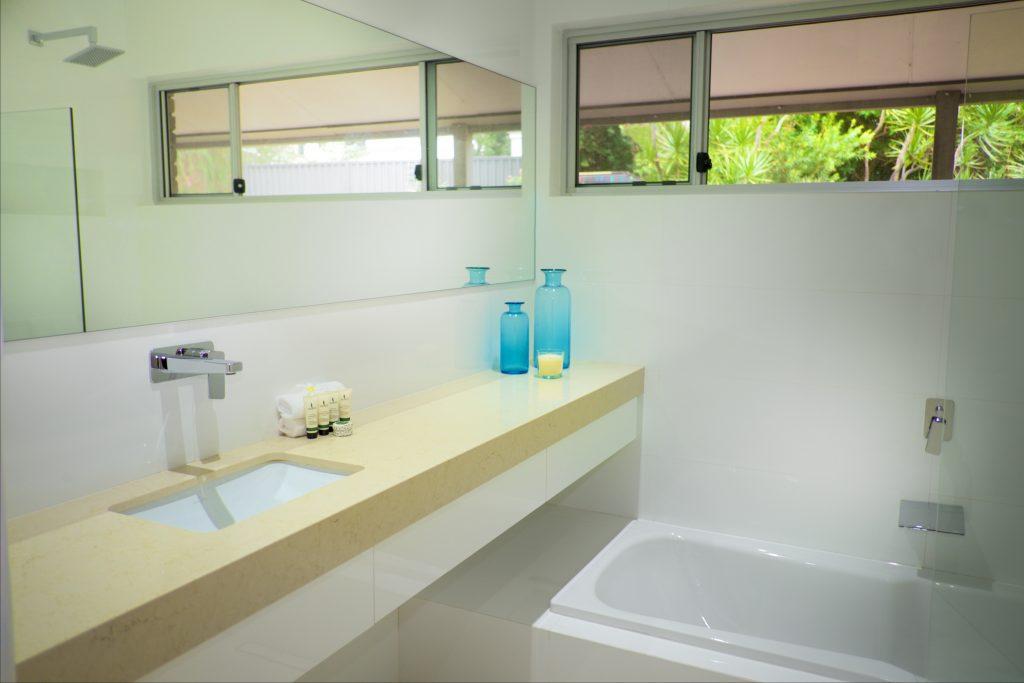 Swanbourne Colonial Bushland Retreat family bathroom