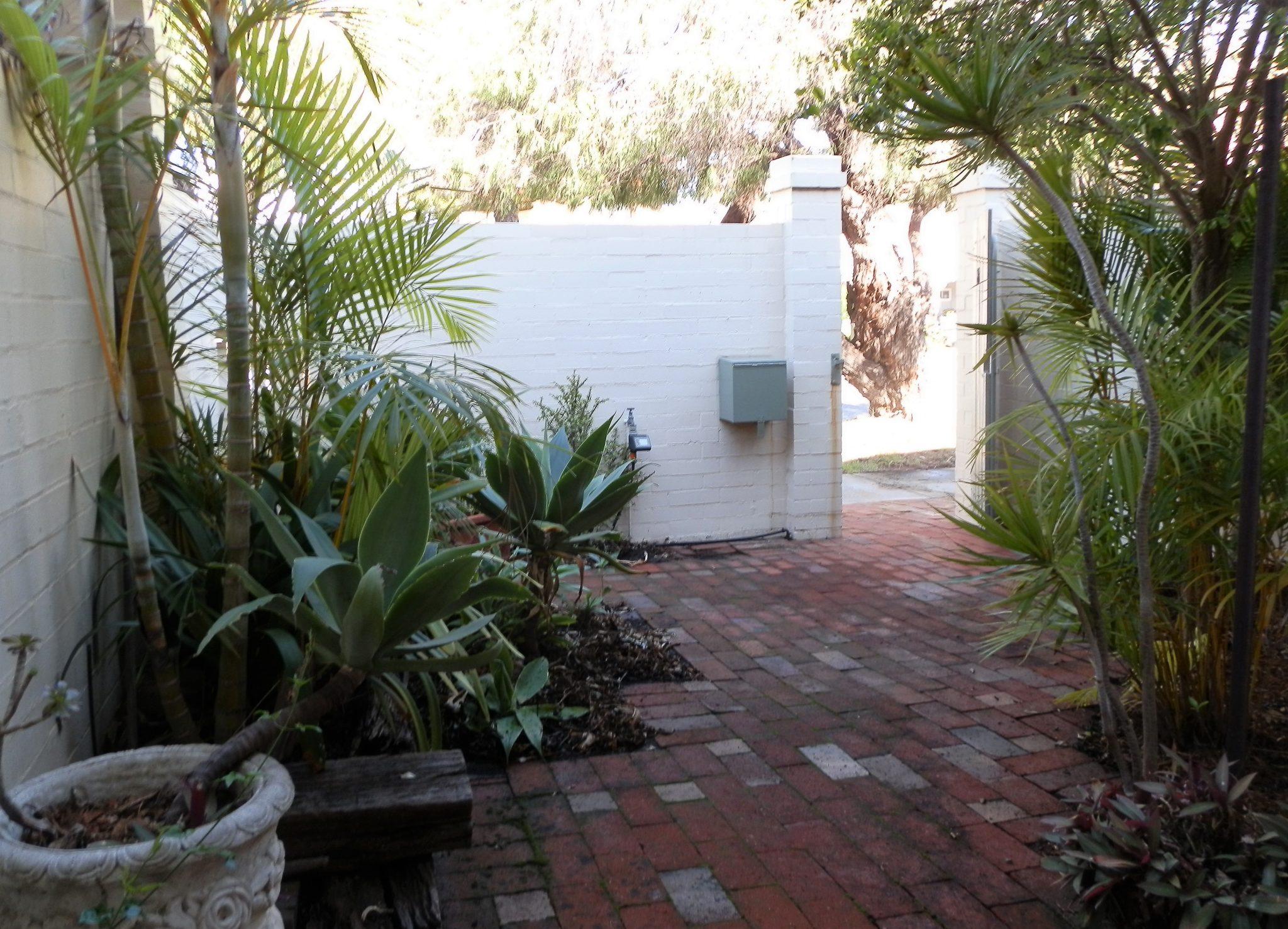 Suffolk street Villa Fremantle front courtyard
