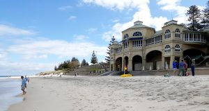 Book Cottesloe for Christmas! Your lucky day!